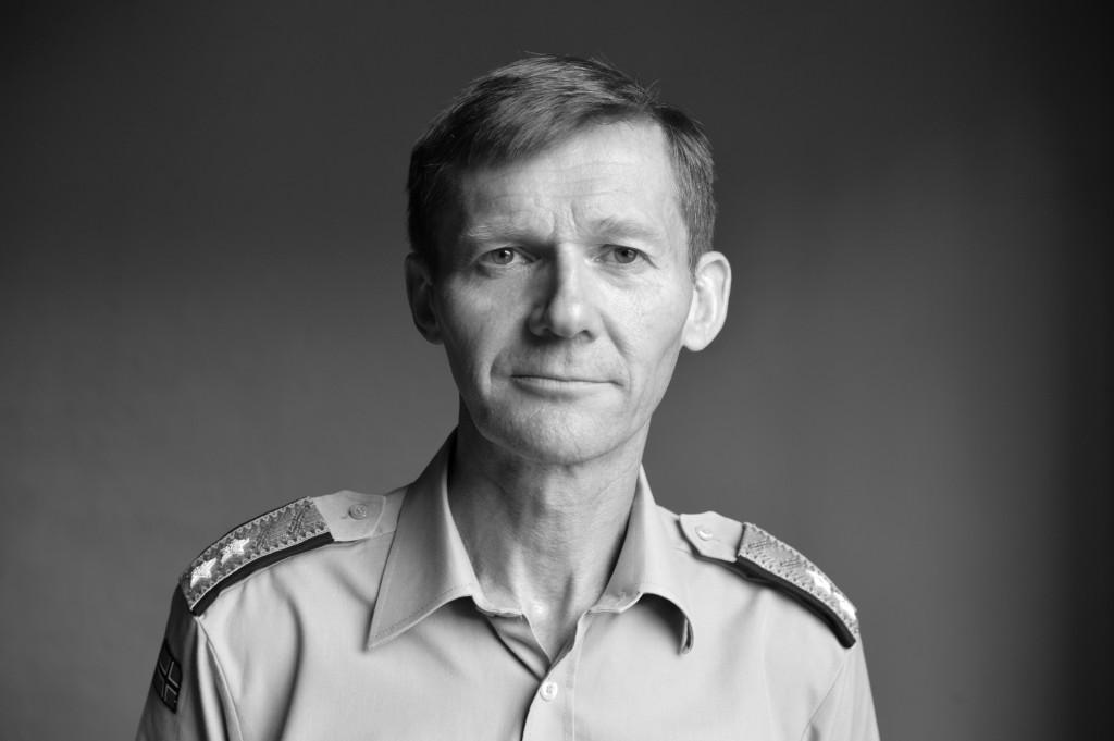 Generalmajor Dag Stølan er sjef for interimorganisasjonen for ny materielletat. Til venstre: Torbjørn Svensgård, administrerende direktør i Forsvars- og sikkerhetsindustriens forening (FSI).