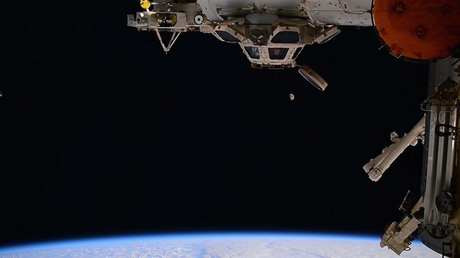 spaceship_earth_1