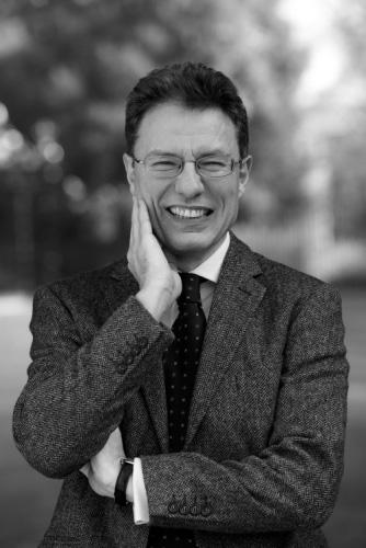 Luciano Floridi er professor i filosofi og informasjonsetikk ved Oxford University, hvor han også leder Oxford Internet ...</a srcset=