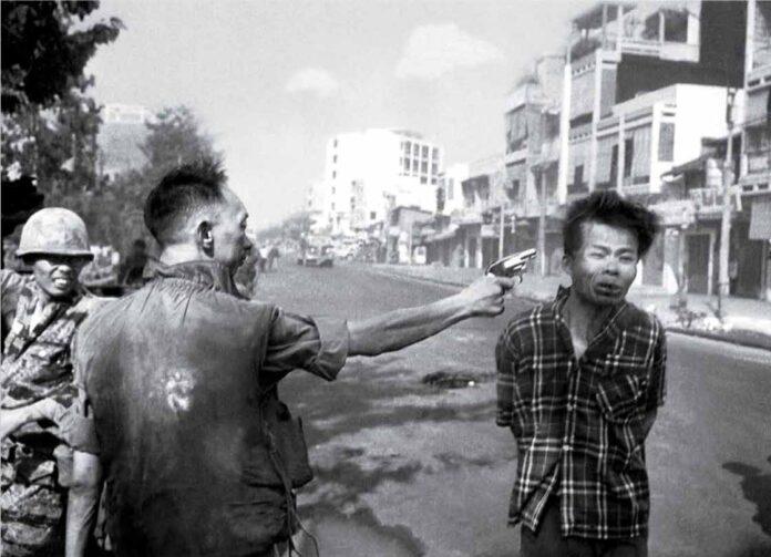 Et Bilde Som Bidro Til Å Vekke Opinionen. Saigons Politisjef Dreper Fnl-Fange På Åpen Gate Under Tet-Offensiven